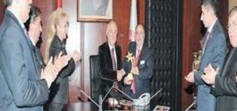 KAMU-DER'in 2013 yılındaki beklentileri Sayın Cemil Çiçek'e sunuldu