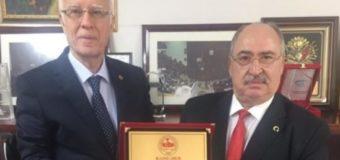 Türkiye Emekliler Derneği Genel Başkanı Kazım ERGÜN Bey'in ödülünü takdim ettik.